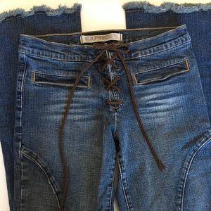 Express Flared Jeans w/ Frayed Hem Size 6 EUC